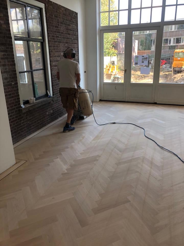 Tapis houten vloeren schuren