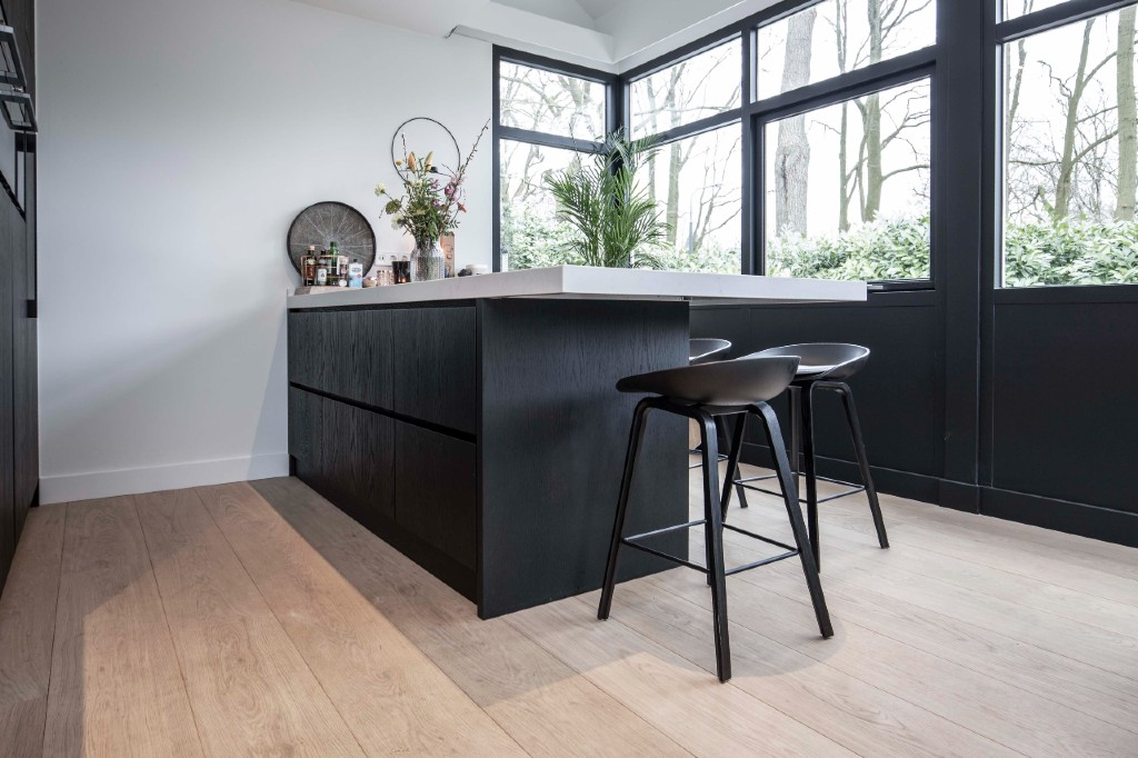 Eiken vloer deel keuken - Woodbyvorselaars